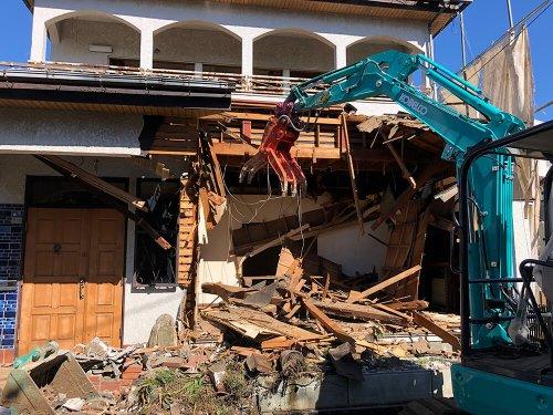 狭山の解体工事 施工事例建物解体中
