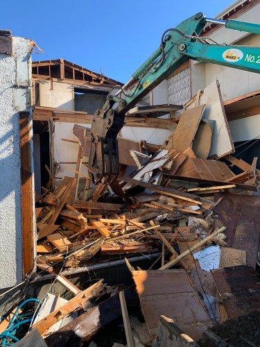 東京都町田市つくし野の木造揚重解体工事 施工事例重機による木造揚重解体工事