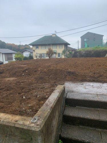東京都町田市つくし野の木造揚重解体工事 施工事例重機による木造揚重解体後の整地作業