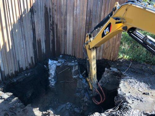 埼玉県ふじみ野市 防火水槽撤去工事ブレーカーによる防火水槽の解体工事