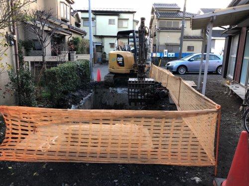 埼玉県ふじみ野市 防火水槽撤去工事重機による防火水槽の掘削工事