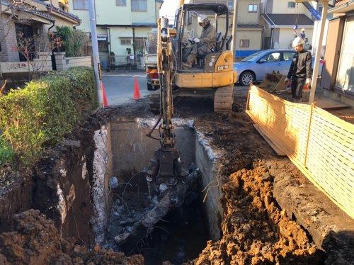 埼玉県ふじみ野市 防火水槽撤去工事クラッシャーによる防火水槽の解体工事