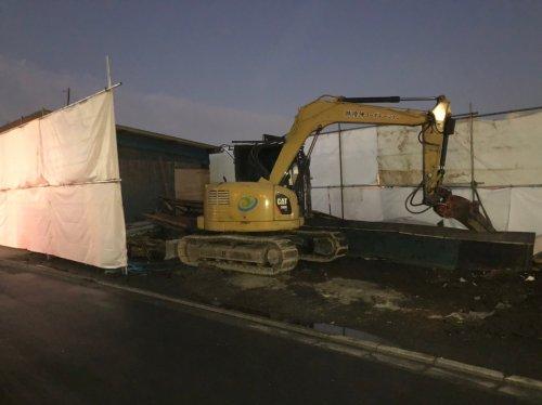 ふじみ野市駒林 軽量鉄骨 倉庫解体重機による倉庫の解体工事