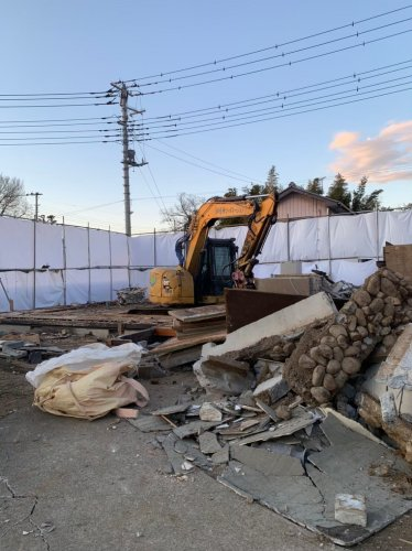 埼玉県鴻巣市赤城 木造2階建て解体工事重機による建物の解体工事
