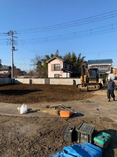 埼玉県鴻巣市赤城 木造2階建て解体工事重機による建物解体後の整地作業