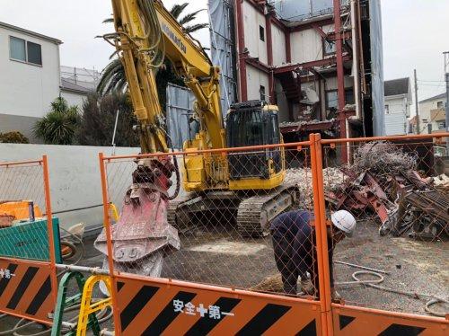 足立区梅田 鉄骨造3F解体工事重機による建物の解体工事