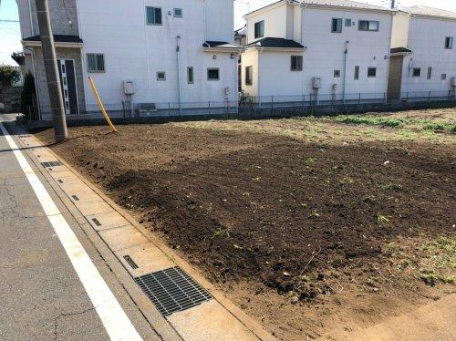 埼玉県川越市藤間の庭解体工事 施工事例植栽解体後の整地作業