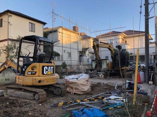 大宮区三橋 木造住宅解体重機によるコンクリート基礎解体工事