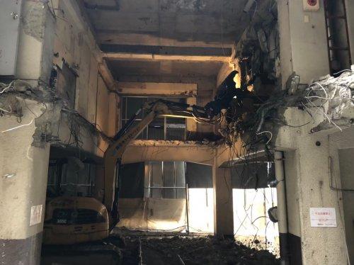板橋区泉町 マンション解体重機による1F〜2Fくり抜き解体工事