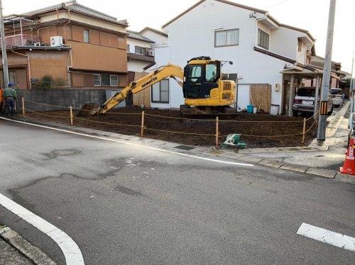 岐阜県各務原市蘇原沢上町の木造平家建解体工事重機による木造平家の解体工事後の整地作業