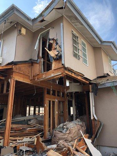 埼玉県白岡市新白岡の木造住宅解体工事 施工事例重機による建物の解体工事