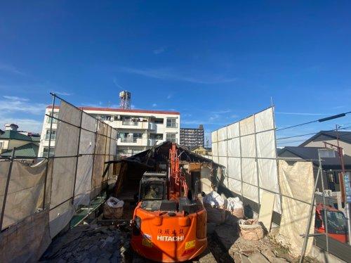 愛知県名古屋市瑞穂区中根町の軽量鉄骨造住宅解体工事 施工事例重機による軽量鉄骨造住宅の解体工事