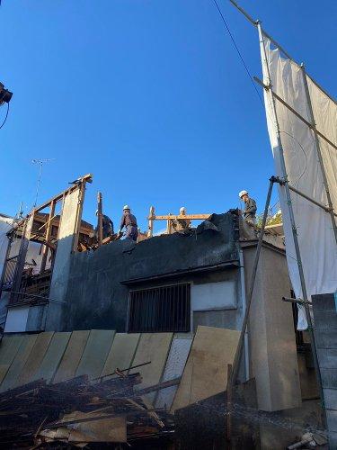 東京都目黒区の木造3棟解体工事 施工事例木造3棟の手壊し作業