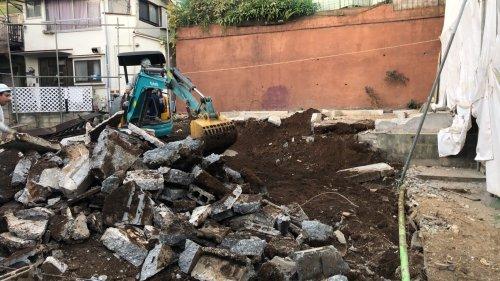 東京都目黒区の木造3棟解体工事 施工事例重機による住宅基礎解体工事