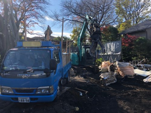 東京都世田谷区成城の木造家屋2棟解体工事 施工事例重機による庭石、植栽解体工事
