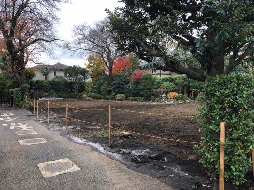 東京都世田谷区成城の木造家屋2棟解体工事 施工事例木造家屋2棟解体工事後の整地作業