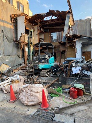 神奈川県愛川町の木造2階建解体工事 施工事例重機による木造住宅解体工事