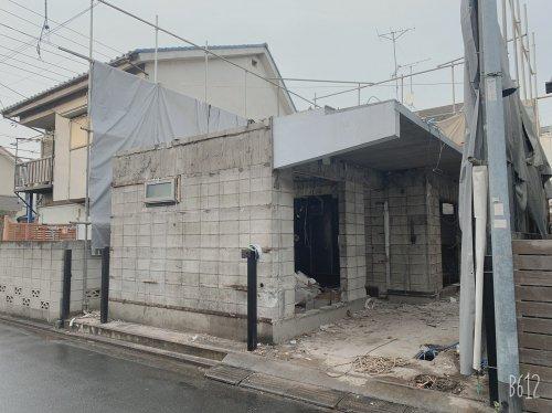 東京都武蔵野市吉祥寺東町のコンクリートブロック造2階建解体工事 施工事例コンクリートブロック造2階住宅、重機による解体工事