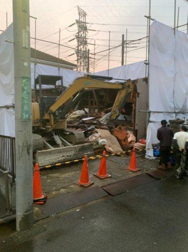 千葉県船橋市咲が丘の木造2階建住宅解体工事 施工事例重機による木造住宅解体工事