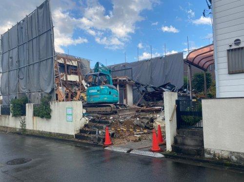 東京都八王子市めじろ台の木造2階建解体工事 施工事例重機による木造2階建解体工事